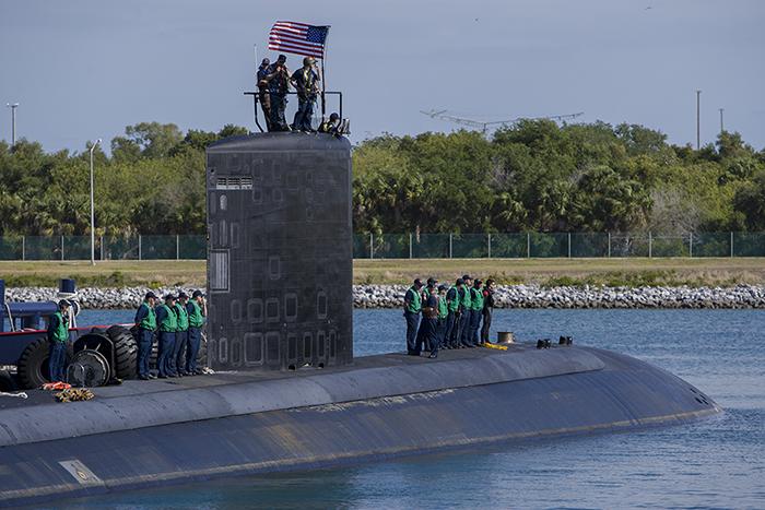 USS Toledo docking 700