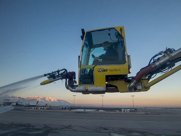 Deicing the plane